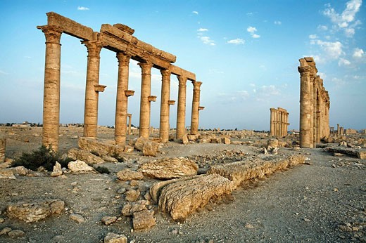 Ruins of the old Greco-roman city of Palmyra, Syria : Stock Photo