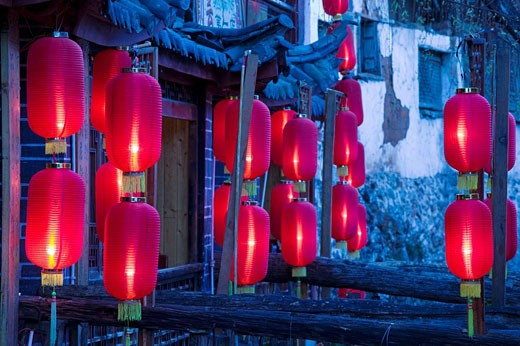China, Yunnan Province, Lijiang, Old Town, Xinhua Jie restaurant street, red lanterns, evening : Stock Photo