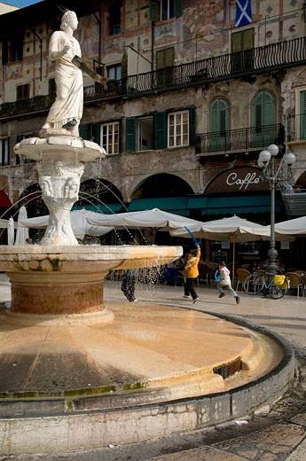 Stock Photo: 1566-509214 Italy, Verona, Piazza delle Erbe.  Fountain of Madonna.