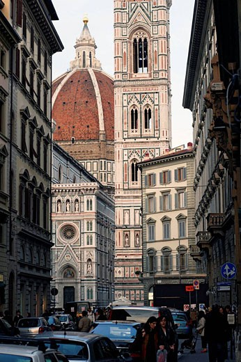 Stock Photo: 1566-512067 Duomo, Cathedral Santa Maria del Fiore and Campanile di Giotto seen from the street with people walking and cars parked at streetsite, Florence, Tuscany, Italy, Southern Europe