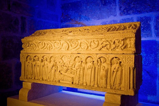 Romanesque sarcophagus in the cathedral museum, Burgos. Castilla-Leon, Spain : Stock Photo