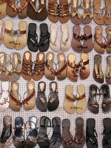 Traditional leather Foot wears on display outside a shop  Pune, Maharashtra, India : Stock Photo