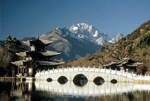 China, Yunnan, Lijiang, Black Dragon Pool Park : Stock Photo