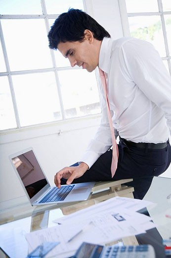 Young bussinessman at office : Stock Photo