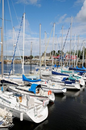 France, Brittany, Paimpol 22  Boats in harbour : Stock Photo