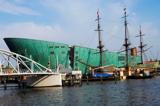 Netherlands, Holland, Amsterdam, Nemo, Technology Center, designed by Italian architect Renzo Piano, Ship, a replica of the sixteenth century was the commercial route of the West Indies and the Far East. : Stock Photo