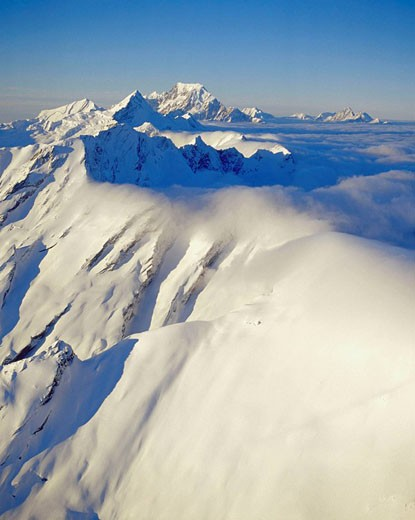 Southeasterly cloud spilling over the Main divide of the Southern Alps Aoraki / Mt Cook in the distance Westland National Park New Zealand : Stock Photo