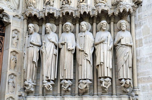 France, Paris 75  Notre Dame cathedral, detail of statues of saints around the Last Judgement portal : Stock Photo