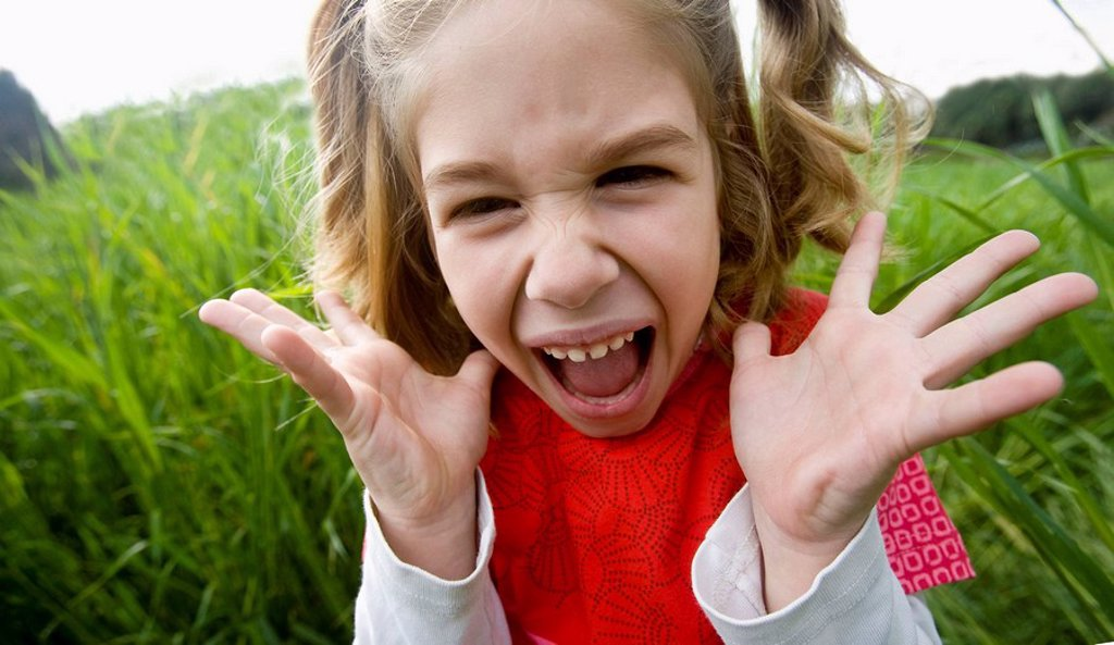 Stock Photo: 1566-522857 girl screaming in fear