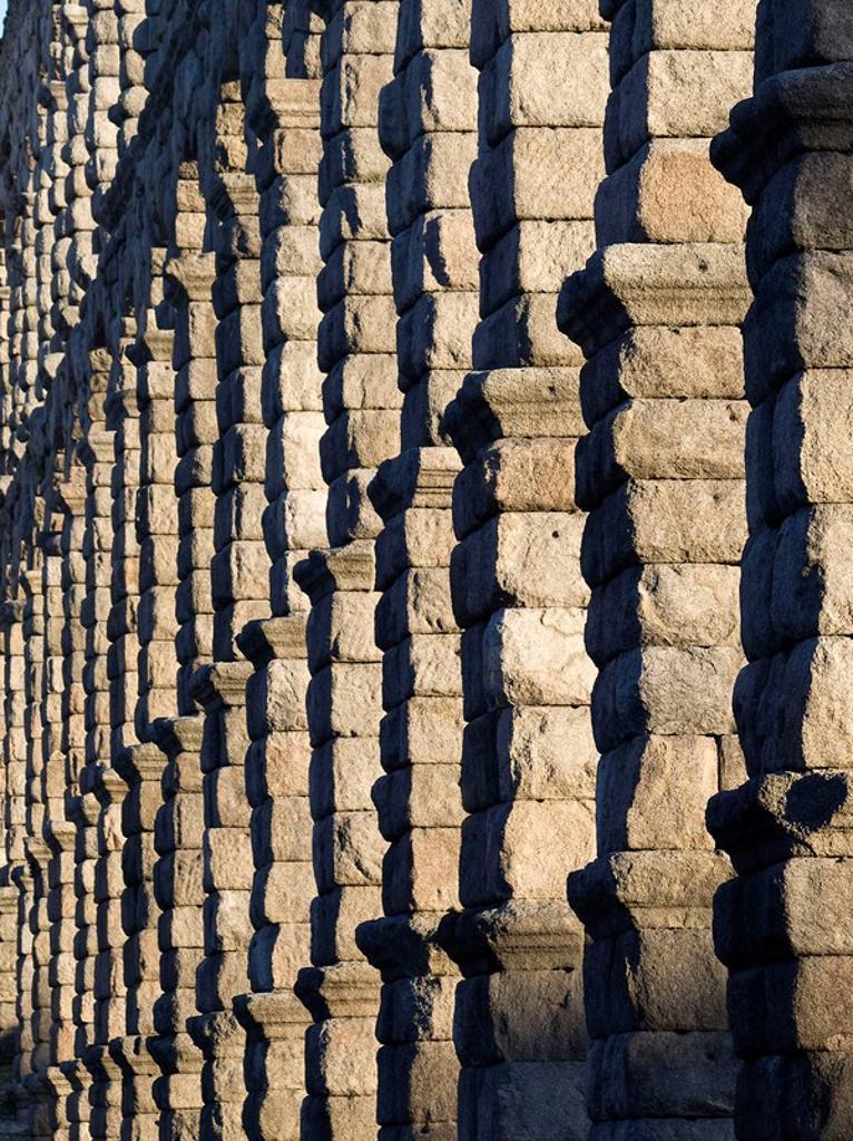 Stock Photo: 1566-523654 Arcos y pilares construidos con sillares de granito sin argamasa en el acueducto romano de Segovia - Castilla-León - España