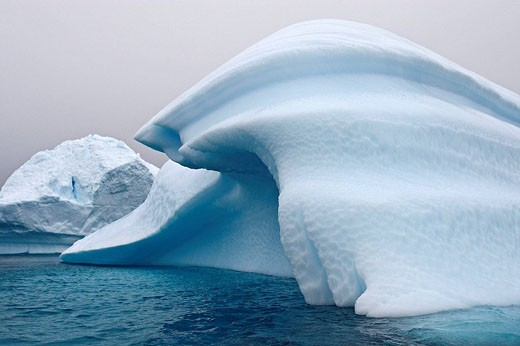 Stock Photo: 1566-525466 Iceberg in the Lemaire Channel, Antarctica