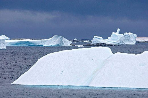 Stock Photo: 1566-525467 Iceberg in the Lemaire Channel, Antarctica