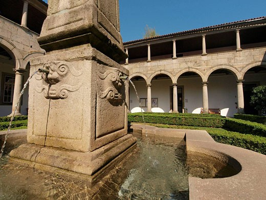Claustro, Convento de Santa Clara. Guimaraes. Portugal. : Stock Photo