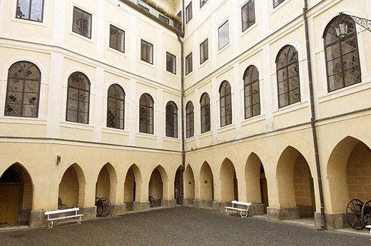 Patio del Castillo de Orlik; Bohemia del sur; Republica Checa : Stock Photo