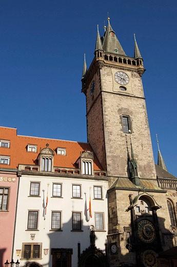 Stock Photo: 1566-527527 Torre del ayuntamiento en Plaza de la Ciudad Vieja; Praga; Republica Checa
