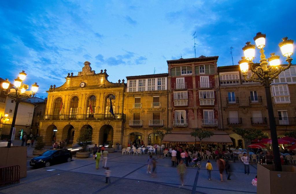 Ayuntamiento de Haro, en la Plaza de la Paz. La Rioja. Spain. : Stock Photo
