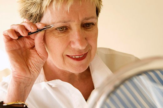 woman making up itself : Stock Photo
