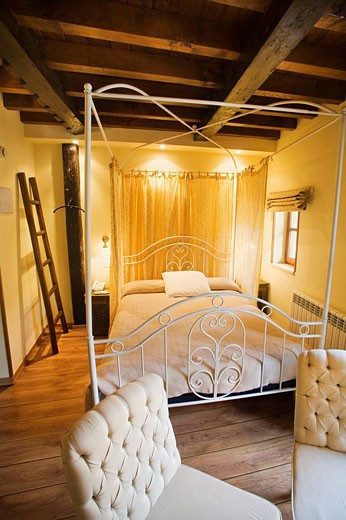 ´El Rebeco´ room in ´La Casona de Cosgaya´, Areños, Cosgaya, Picos de Europa National Park, Cantabria, Spain : Stock Photo