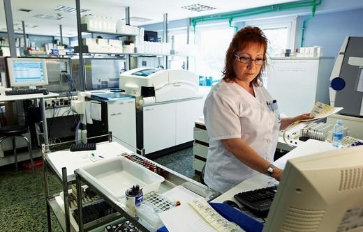 Stock Photo: 1566-537611 Biochemistry lab, clinical tests, Hospital Policlinica Gipuzkoa, San Sebastian, Donostia, Euskadi, Spain