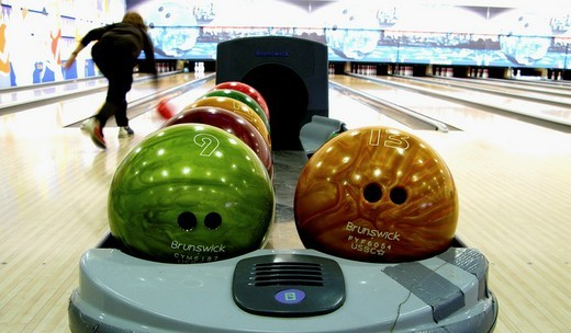 Stock Photo: 1566-543466 bowling