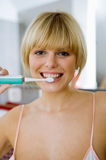 Stock Photo: 1566-549812 woman with electric toothbrush