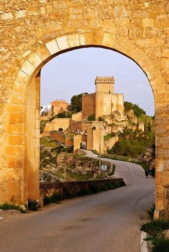 Castle and walls, Alarcon. Cuenca province, Castilla-La Mancha, Spain : Stock Photo