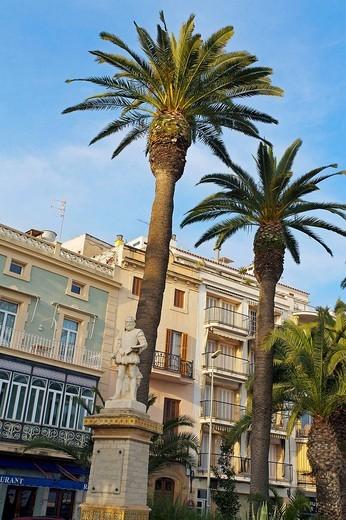 Statue of El Greco, Sitges. Barcelona province, Catalonia, Spain : Stock Photo