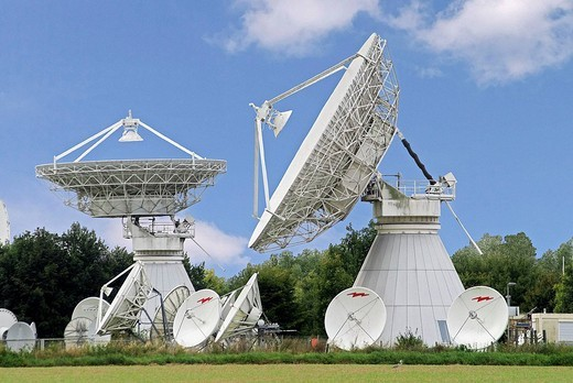 Satellite dishes, CET Teleport, Emmerthal, Hamelin-Pyrmont district, Weser Uplands, Lower Saxony, Germany : Stock Photo