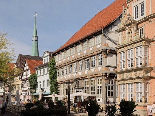 Osterstraße with Leist-Haus and Stiftsherrenhaus, Hamelin, Hamelin-Pyrmont district, Weser Uplands, Lower Saxony, Germany : Stock Photo