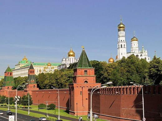 Stock Photo: 1566-558987 Kremlin with Kremlin wall and Great Kremlin Palace, left, right Ivan the Great Bell tower, Moscow, Russia