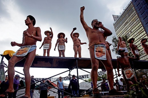 Mexican farmers protest naked in Mexico City. The indigenous organization called ´400 pueblos, ´ or 400 towns, have been protesting naked daily in Mexico City since 2002 to call attention to alleged crimes committed by the former state governor of Veracru : Stock Photo