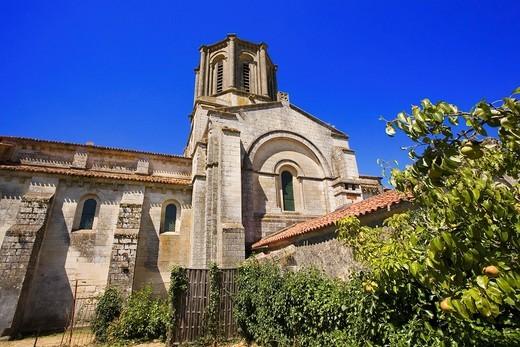 France, 85, Vouvant: Romanesque church : Stock Photo