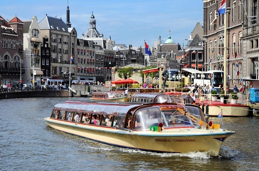 Stock Photo: 1566-570649 Sightseeing tours on canal boats in Amsterdam, Netherlands
