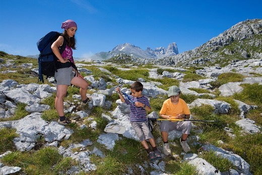 Family practice mountaineering in the Urrieles massif, in the Picos de Europa National Park, Asturias, Spain : Stock Photo
