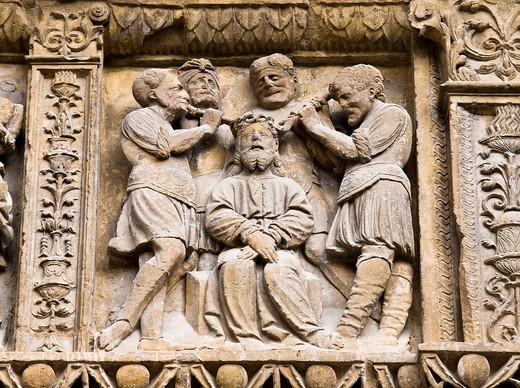 Stock Photo: 1566-577989 Relieve con la escena evangélica de la coronación de espinas en la portada de la iglesia de Santo Tomás en Haro, de estilo plateresco, obra de Felipe de Vigarny siglo XVI - Rioja Alta - La Rioja - España