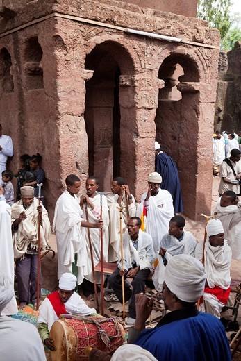 Meskel Cerimony in Lalibela Meskal, Meskal, Maskal, Mescel, Mesquel, which is taking place every September  For Meskel many pilgrims are coming to lalibela, to celebrate it at one of the holy palces in Ethiopia  Dancing, singing and praying in front of th : Stock Photo