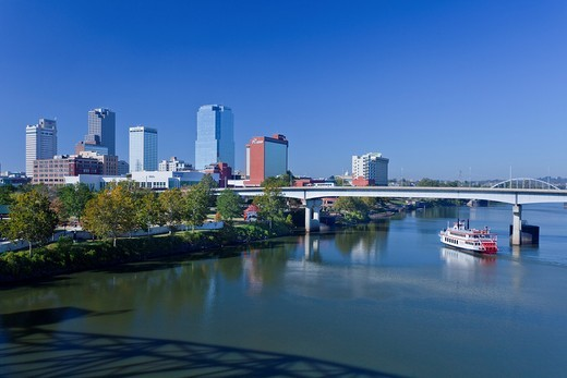 The Arkansas river and the skyline of Little Rock, Arkansas, USA : Stock Photo