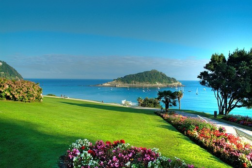 Stock Photo: 1566-581223 La Concha Bay, see from Miramar Palace gardens