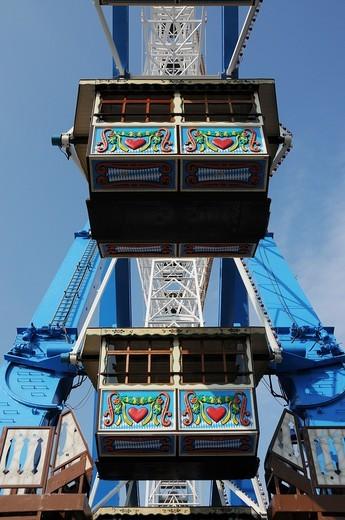 Stock Photo: 1566-581518 Gondolas of the Ferris Wheel at the Oktoberfest in Munich