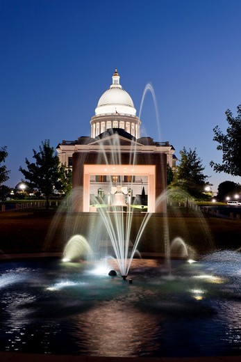 Stock Photo: 1566-582328 The Arkansas state capitol building illuminted at dusk in Little Rock, Arkansas, USA,
