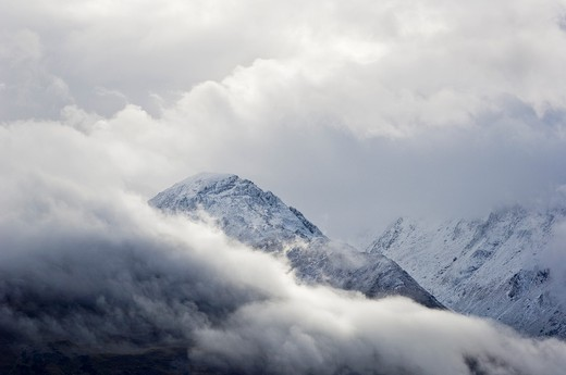 Snow covered mountains of the Humbolt range after summer snow storm, New Zealand : Stock Photo