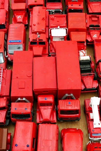 Red toy trucks for sale at a fea market in the South of France : Stock Photo