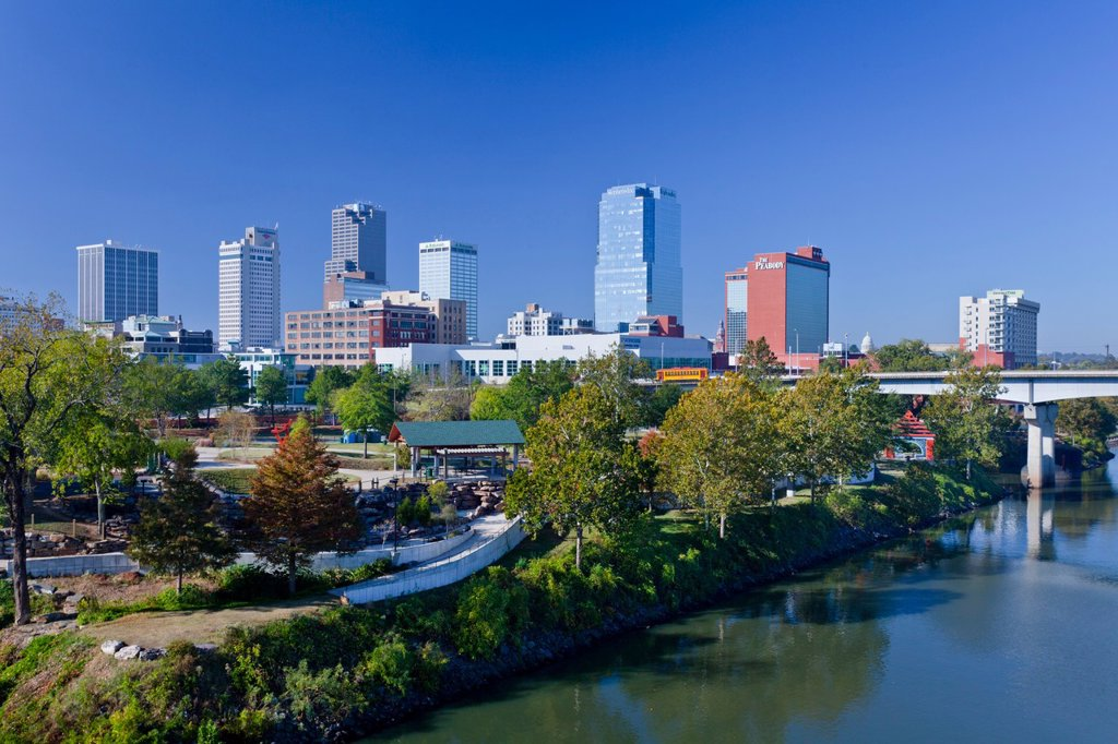 Stock Photo: 1566-583582 The Arkansas river and the skyline of Little Rock, Arkansas, USA