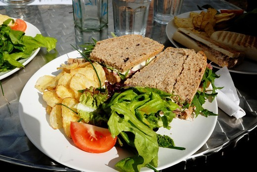 ´Gower Deli´ sandwich with homemade potato crisps and local salad : Stock Photo
