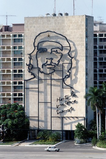Havana, Cuba  The imposing image of Che Guevara on the facade of the Ministry of the Interior building, Plaza de la Revolucion : Stock Photo