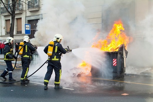Stock Photo: 1566-592206 Container on fire in the general strike in the Basque Country of January 27, 2011. Bilbao. Vizcaya. Basque Country. Spain. Europe.