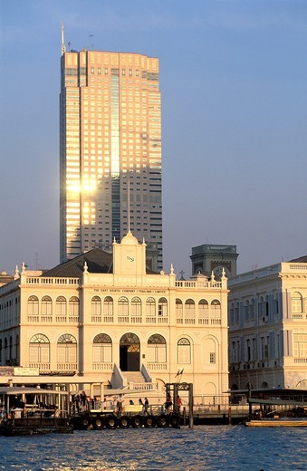 Stock Photo: 1566-592275 CHAO PHRAYA BANKS, BANGKOK, THAILAND
