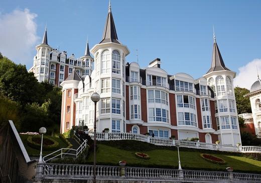Edificios en Paseo de La Concha, Donostia, San Sebastian, Gipuzkoa, Euskadi, Spain. : Stock Photo