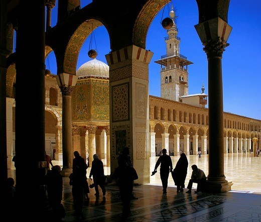 Stock Photo: 1566-597437 Syria-Damascus-at The Ummayad Mosque, also known as the Grand Mosque of Damascus Arabic:    , transl  Gam´ Bani ´Umayyah al-Kabir, is one of the largest and oldest mosques in the world  Located in one of the holiest sites in the old city of Damascus, it i