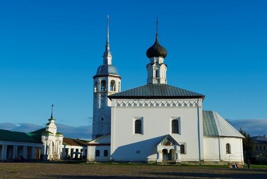 Russia, Rossiya, Vladimir Oblast, Golden Ring, Suzdal, Unesco world heritage, Torgovaya Ploshchad Trade Square and Resurrection church : Stock Photo